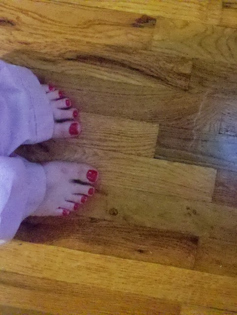 please do not pay close attention to the details of this pedicure.  a 3 year old could have done a better job.